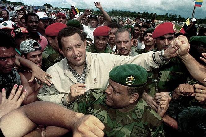 Tổng thống Hugo Chavez gặp gỡ những người ủng hộ tại thành phố Maturin năm 1999