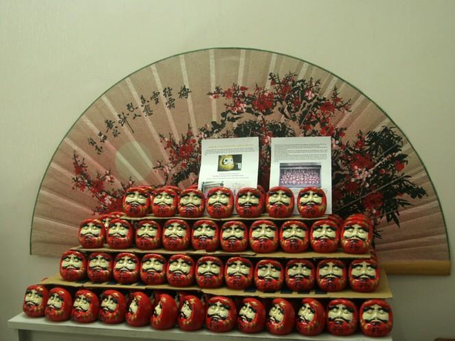 Một góc trưng bày búp bê Daruma tại lễ hội