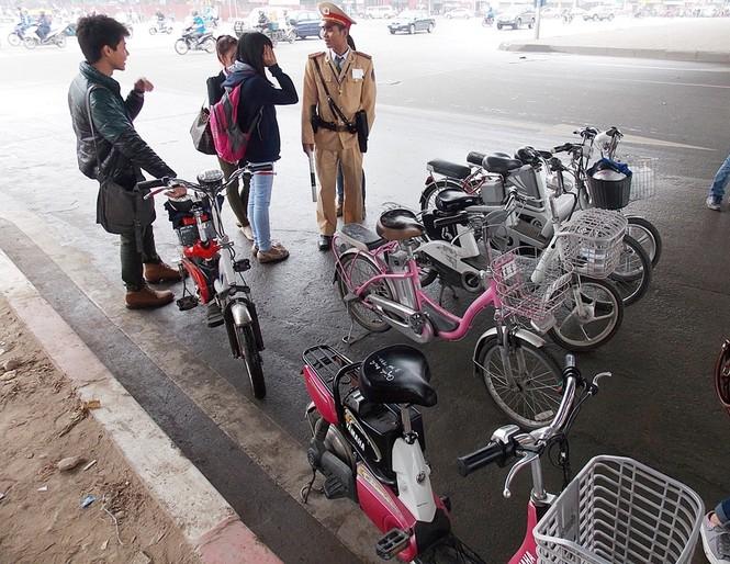 Nhiều sinh viên đi xe đạp điện không MBH - ảnh 6