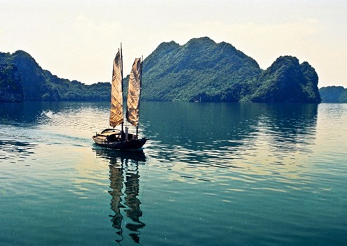 Vịnh Hạ Long biếc xanh - Ảnh: Nguyễn Thịnh