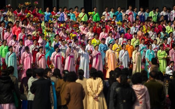 Một ca đoàn của Đoàn văn nghệ thủ đô Bình Nhưỡng đang tập biểu diễn.