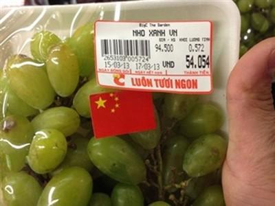 'Nho Xanh VN' dán cờ Trung Quốc bày bán tại siêu thị BigC The Garden - Hà Nội