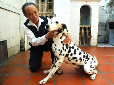 Nhà thơ dân gian Nguyễn Bảo Sinh cùng thú cưng