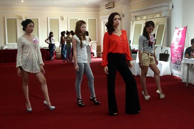 Ngắm lớp học diễn catwalk của Miss Teen ở Tuần Châu - ảnh 6