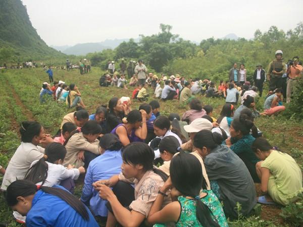Người dân thôn Bầu Sen từng tập trung hàng trăm người vây kiểm lâm để giải thoát lâm tặc