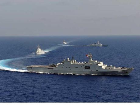 Tàu chiến Trung Quốc 'diễu võ dương oai' ở Trường Sa - ảnh 2