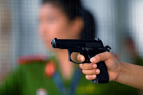Loại súng được sử dụng là CZ83, phù hợp với nữ giới