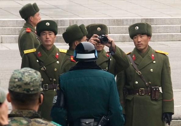 Trên thực tế, hai nước vẫn trong tình trạng chiến tranh. Biên giới Triều Tiên - Hàn Quốc được xem là ranh giới