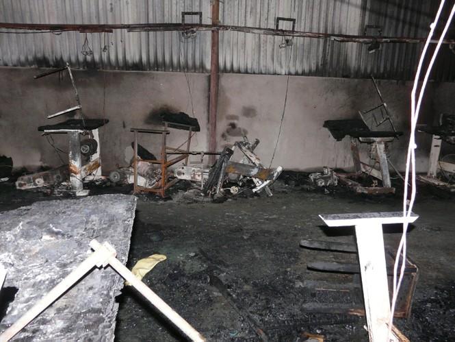 Sau vụ hỏa hoạn thảm khốc, xưởng may thành tro