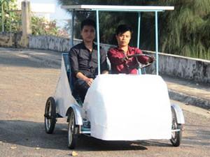 Mô hình ô tô sử dụng năng lượng mặt trời của nhóm sinh viên Khoa Kỹ thuật giao thông Trường ĐH Nha Trang. Ảnh:Nguyễn Chung