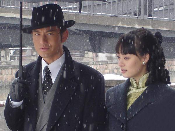 """Huỳnh Hiểu Minh và Tôn Lệ trong phim """"Tân bến Thượng Hải"""""""