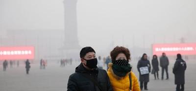 Người dân Bắc Kinh trong bầu không khí ô nhiễm ngày 28-2