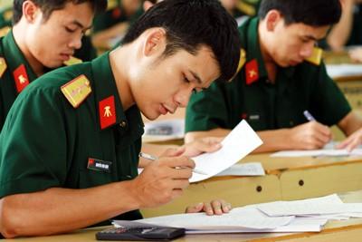 Thí sinh dự thi tại Học viện Kỹ thuật quân sự năm 2012
