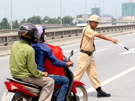 Cảnh sát giao thông sẽ phạt xe không chính chủ trong một số trường hợp từ 15/4. Ảnh: Bá Đô (VnExpress)