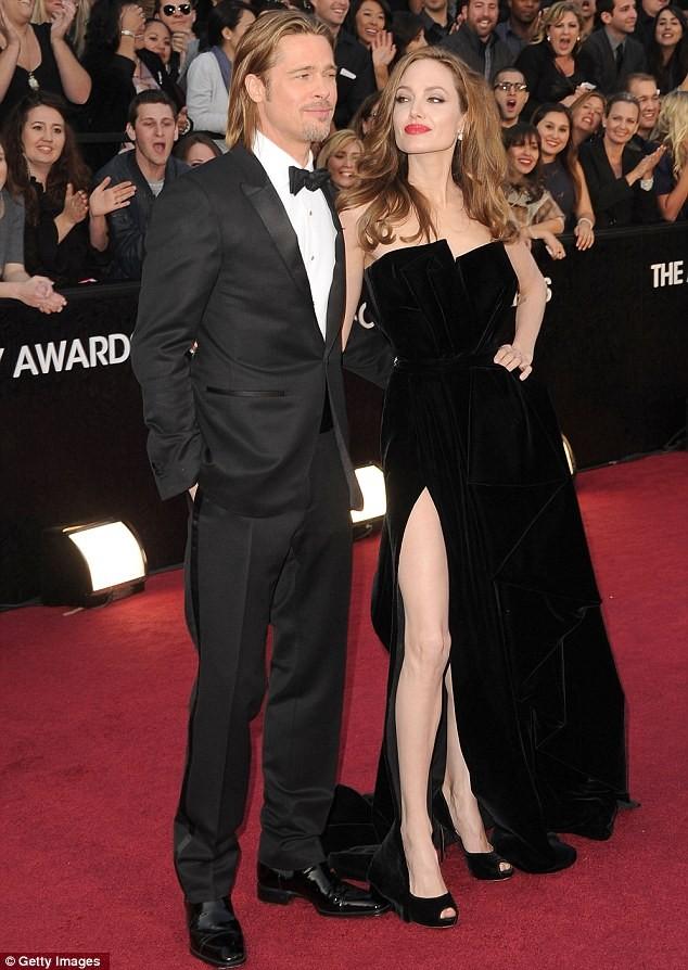 Fan tranh cãi về màn khoe chân của Jolie tại Oscar - ảnh 6
