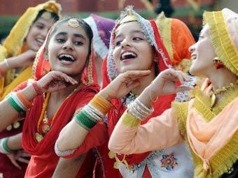 Ấn Độ cổ động sinh con gái - ảnh 1