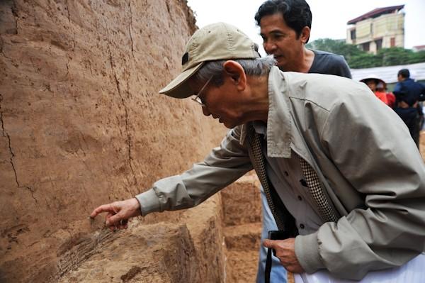 Hiện, các chuyên gia hàng đầu về lịch sử, khảo cổ học đang tiếp tục nghiên cứu để đưa ra những khẳng định cuối cùng về những phát hiện tại hố khai quật khảo cổ nút giao Đào Tấn - Bưởi. Những thông tin có được từ cuộc khai quật sẽ làm sáng rõ hơn diện mạo vòng Hoàng thành kể từ thời kỳ Đại La cho đến Lê sơ.