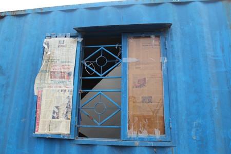 Để tạo độ thông thoáng cho ngôi nhà, những cánh cửa sổ được ra đời