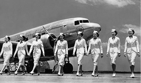 Ảnh chụp tiếp viên hàng không quốc tế nhiều năm trước