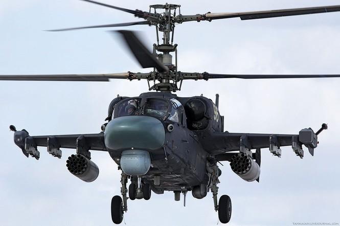 Với cải tiến gồm 2 chỗ ngồi có chức năng thoát hiểm khẩn cấp thay cho chỉ có một chỗ lái trong phiên bản gốc, Ka-52 đã có sự an toàn hơn trong bảo vệ và hỗ trợ bay, đồng thời tăng cơ hội sống sót cho phi công trong những tình huống nguy hiểm nhất