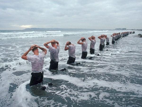 Cận cảnh tập luyện của biệt đội SEAL - ảnh 2