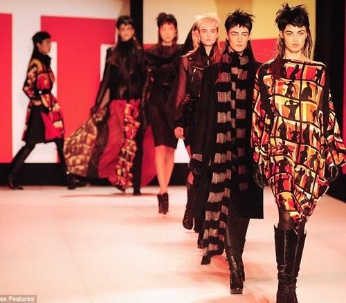 Những kiểu tóc 'nổi loạn' trên sàn catwalk Paris - ảnh 3