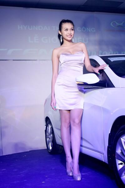 Kiều nữ thả dáng bên Hyundai Accent - ảnh 6