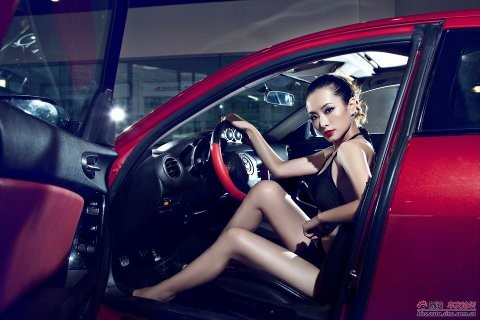 Nhan sắc nóng bỏng bên Mazda RX-8 - ảnh 11