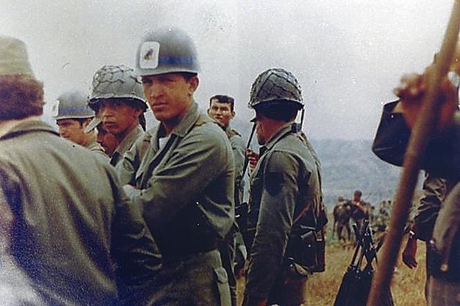Ông Hugo Chavez trong những năm tham gia chiến đấu