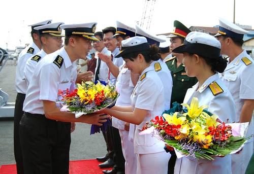 Đoàn hải quân Singapore được đón tiếp nồng hậu