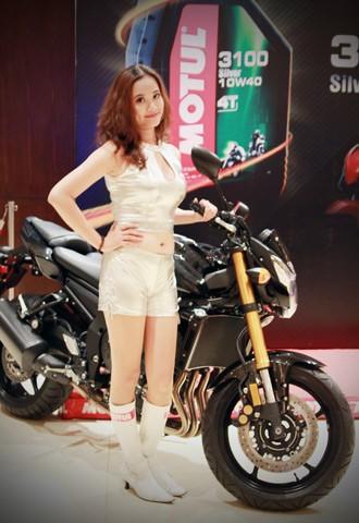 Người đẹp bên Honda CB1000R Tricolour - ảnh 5