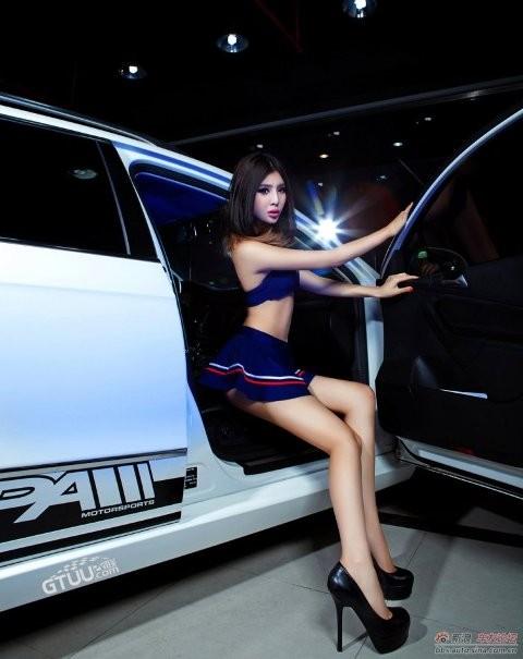Chân dài khoe dáng xinh bên Volkswagen - ảnh 9