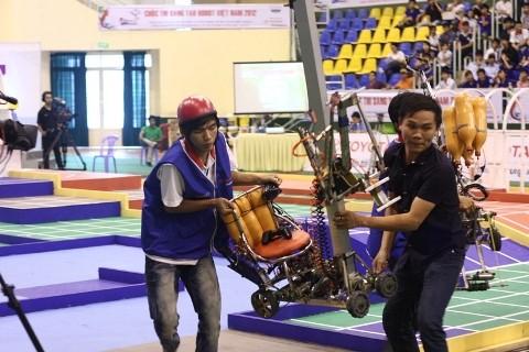 Không bất ngờ vòng loại Robocon 2012 phía Nam - ảnh 10