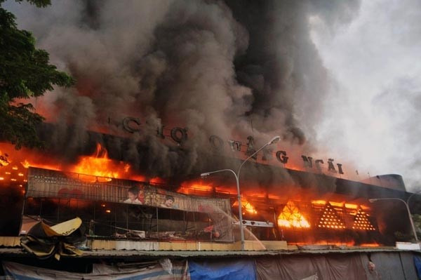Công an vào cuộc điều tra nguyên nhân cháy chợ ở Quảng Ngãi