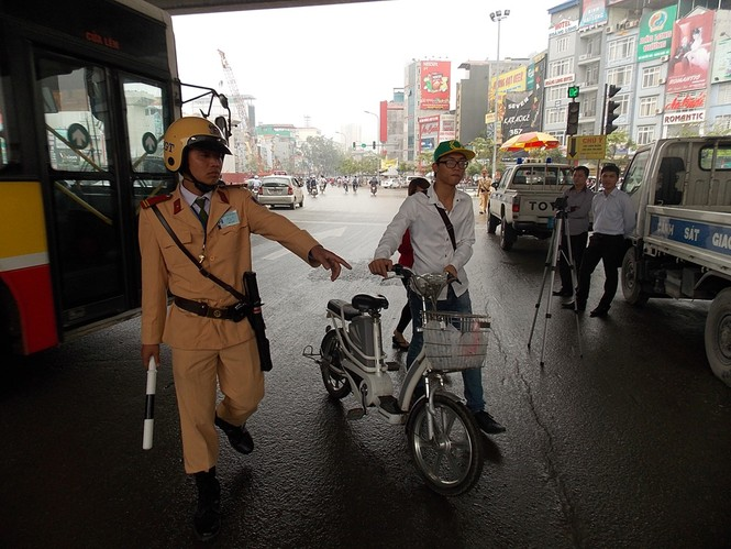 Nhiều sinh viên đi xe đạp điện không MBH - ảnh 3