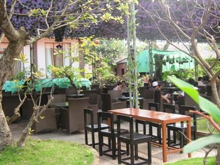 Khách vắng hoe ở quán ca phê Rozal (Ảnh chụp vào sáng 18/3)