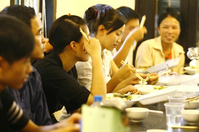 Nhiều phụ huynh và thí sinh xúc động trước nghĩa cử của anh Tuấn và các cộng sự ở Cty Hải Lộc