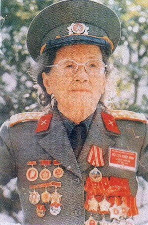 Đại tá Hồ Thị Bi  Ảnh tư liệu