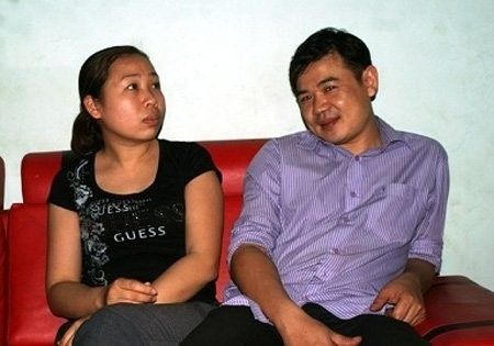 Thầy Trịnh Tuấn (bìa phải) bức xúc vì mình không được hưởng chế độ