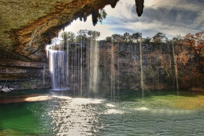 Hồ nước đẹp lung linh dưới mỏm đá - ảnh 5