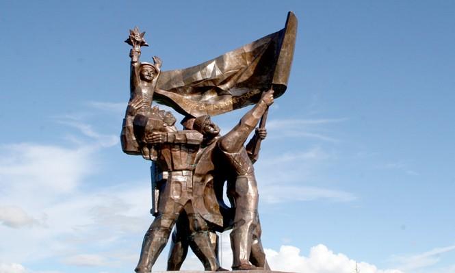 Tượng đài chiến thắng Điện Biên Phủ.