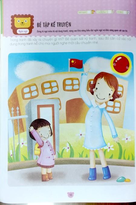 Cổng trường có cắm cờ đỏ nhưng không phải cờ Việt Nam trong trang 16 của cuốn sách Phát triển toàn diện trí thông minh cho trẻ. Ảnh: Châu Anh