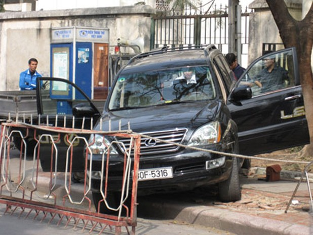 """Chiếc xe Lexus trong vụ """"cắt cổ"""" năm 2009"""