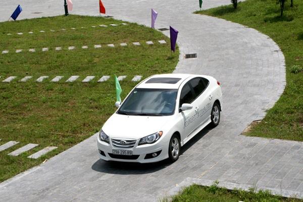 Chiếc Hyundai Avante phiên bản 2.0AT nhìn từ trên cao