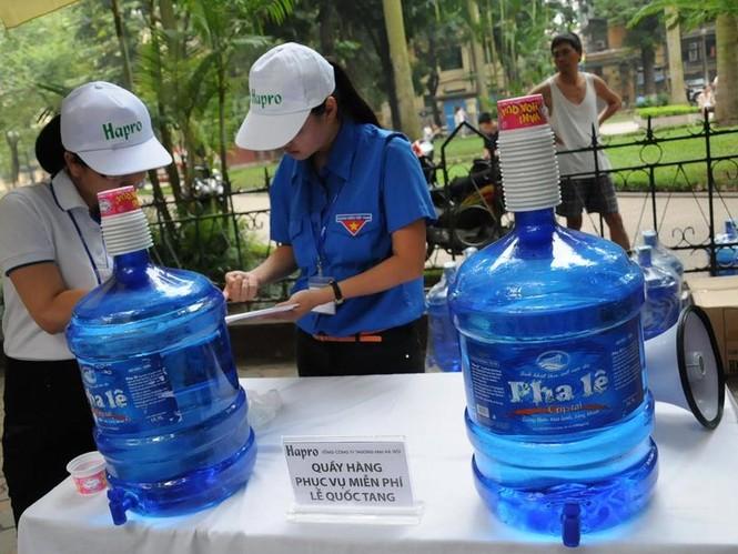 Nước uống phục vụ người vào viếng tang lễ