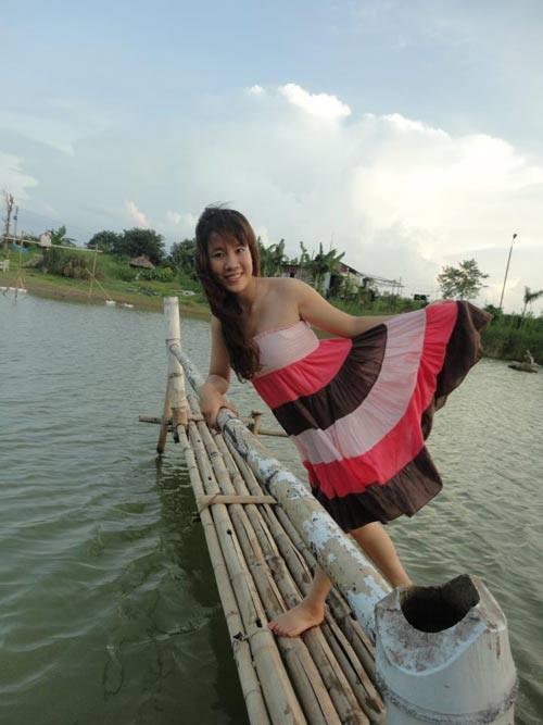 Hình ảnh Huyền khi đứng bục ở ngã tư Nguyễn Chí Thanh - Kim Mã