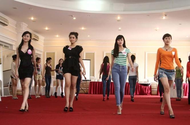 Ngắm lớp học diễn catwalk của Miss Teen ở Tuần Châu - ảnh 9