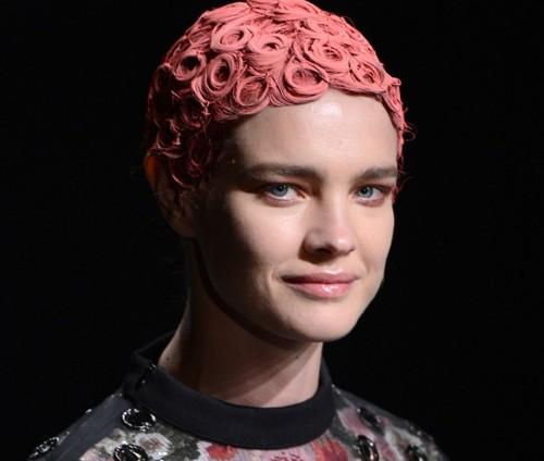 Những kiểu tóc 'nổi loạn' trên sàn catwalk Paris - ảnh 11