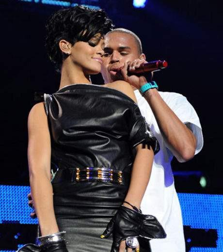 'Mổ xẻ' mối quan hệ của Rihanna - ảnh 1