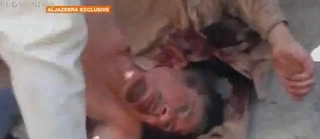 Xuất hiện video ông Gaddafi bị bắn vào đầu - ảnh 9